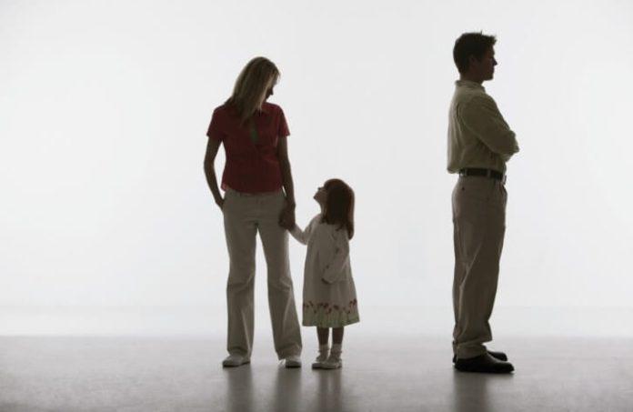 Судом определено место жительства детей