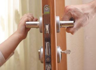 Дольщик запер двери